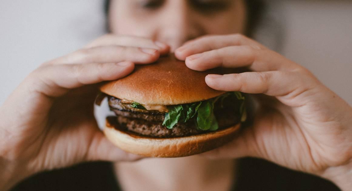 Как еда путешествует по организму от тарелки до микробиома