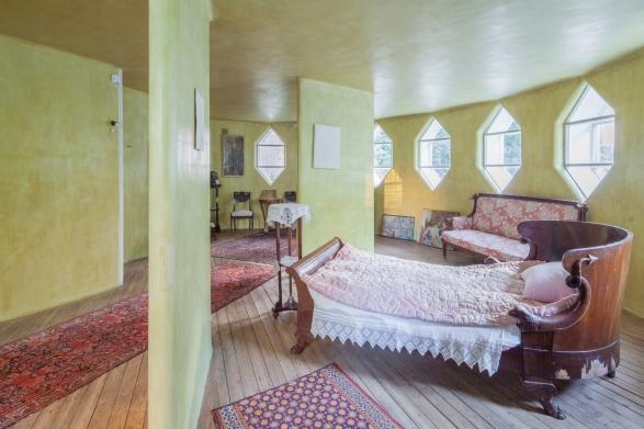 Спальня в Доме Мельникова. Наши дни (2016 год): кровати не сохранились, но восстановлено покрытие стен. © Денис Есаков
