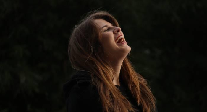 Нервный смех: откуда он берется и что о нас говорит
