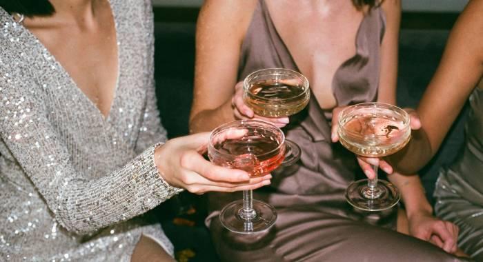 Женский алкоголизм не лечится?