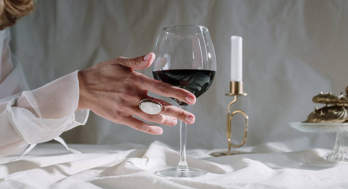 Как бокал вина влияет на вашу привлекательность?