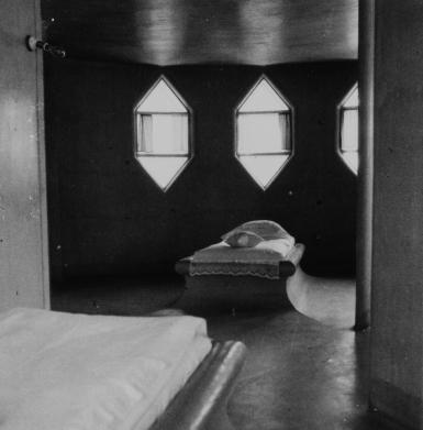 Спальня в Доме Мельникова. Детские кровати-подиумы. 1932. © Государственный музей Константина и Виктора Мельниковых