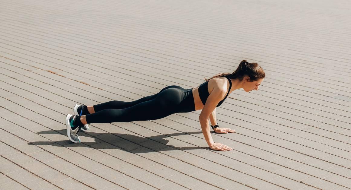 Можно ли заниматься спортом во время месячных — а если да, то каким?