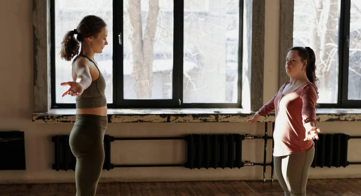 10 эмбодимент-упражнений, которые учат расслабляться, отстаивать личные границы и доверять другим