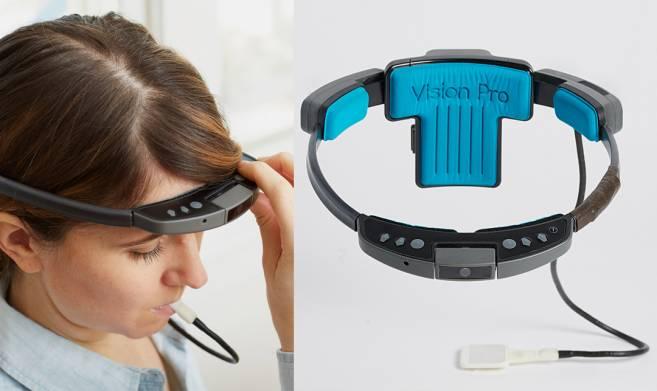 Устройство Brainport. Камера с обруча пересылает сильно упрощенную картинку на пластину с электродами. Сигналы с пластины считываются языком.